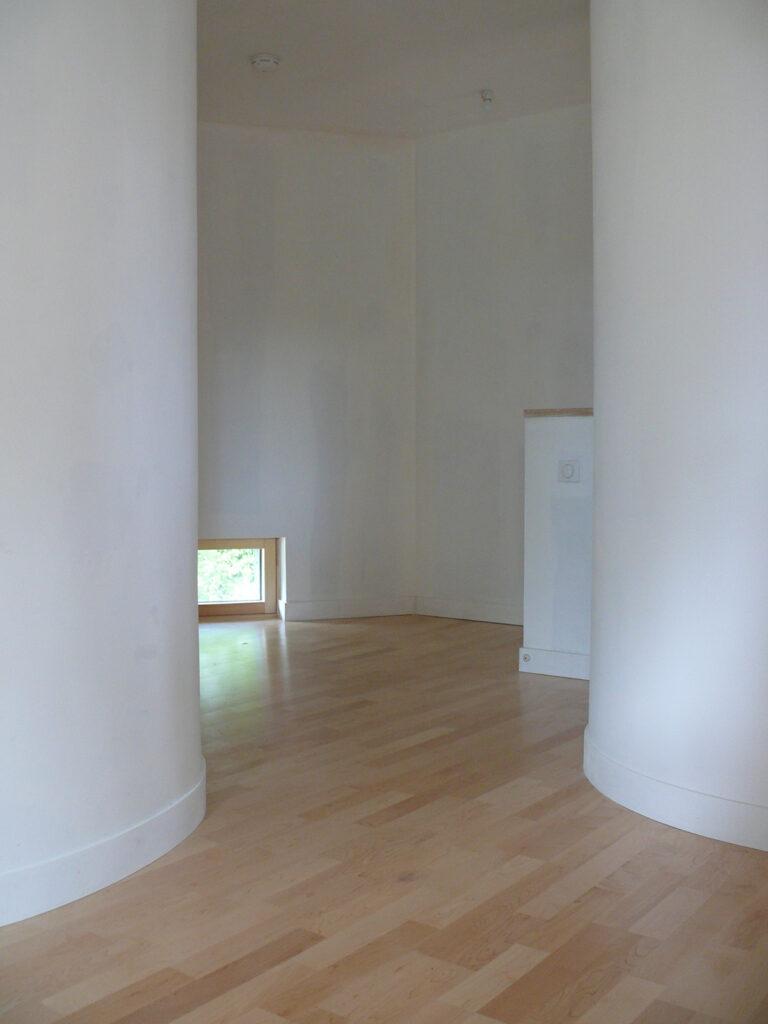 Espace de circulation à l'étage - Maison passive pour jeunes retraités, Gouesnac'h, Finistère - Architecte et photo : Katia Hervouet, OGMA Architecture