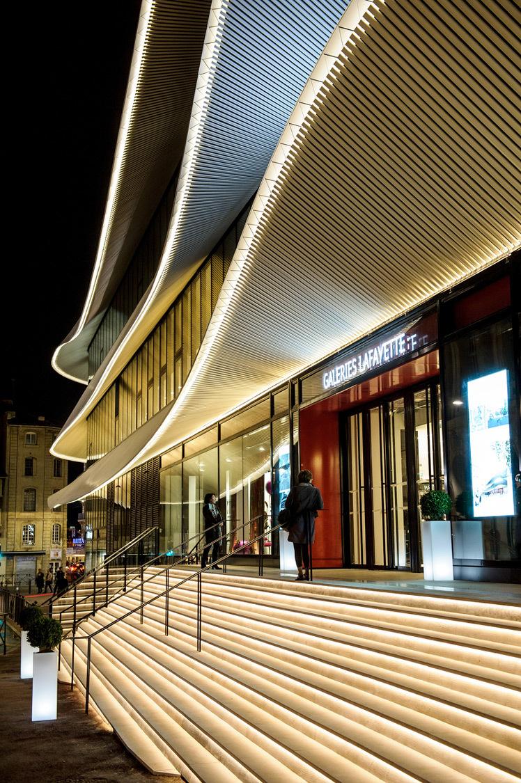 Galeries Lafayette, Centre Bourse, Marseille, France - Citynove, Architectes Moatti-Rivière Conception Lumière 8'18'' - Photo François Moura