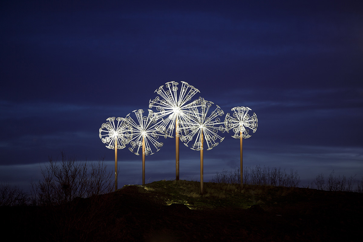 Les Pissenlits, Villeneuve d'Ascq, France - Sculpture Alix Petit - Conception lumière Virginie Nicolas - Photo Arter by Yann Bohac