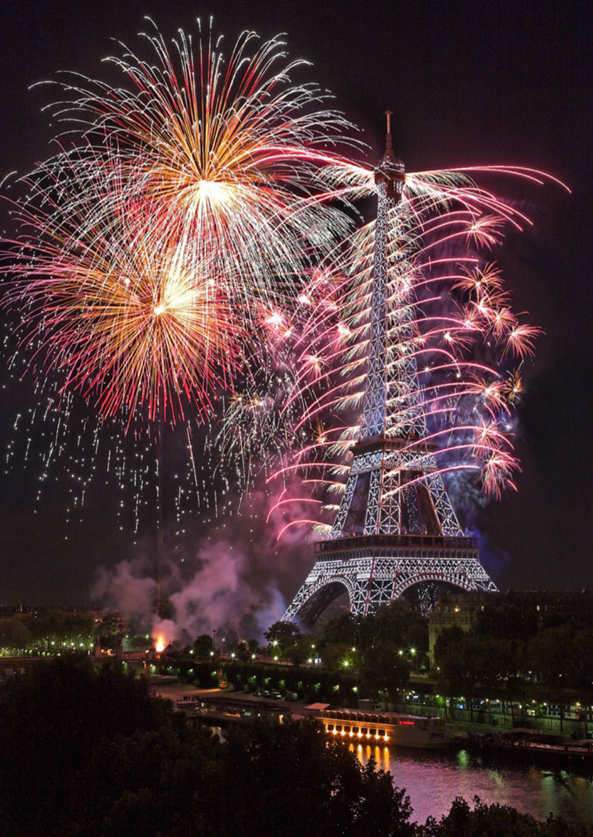 14 juillet 2014 - Tour Eiffel, feu d'artifice - Photo : Maire de Paris