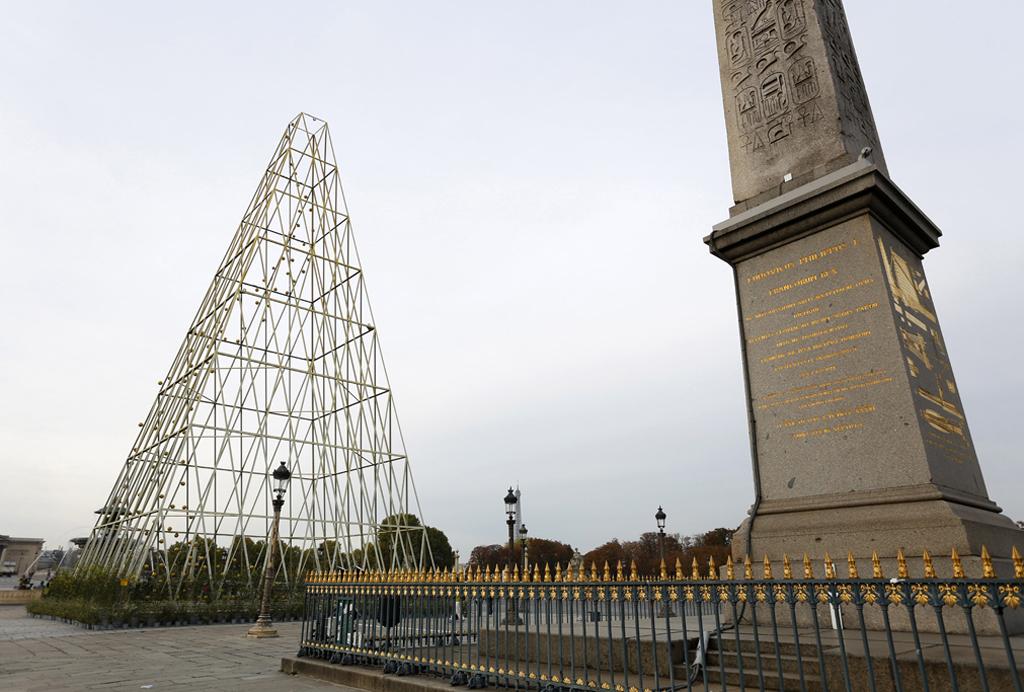 Phares de Milène Guermont, vue de jour - Obélisque, Place de la Concorde, Paris, France
