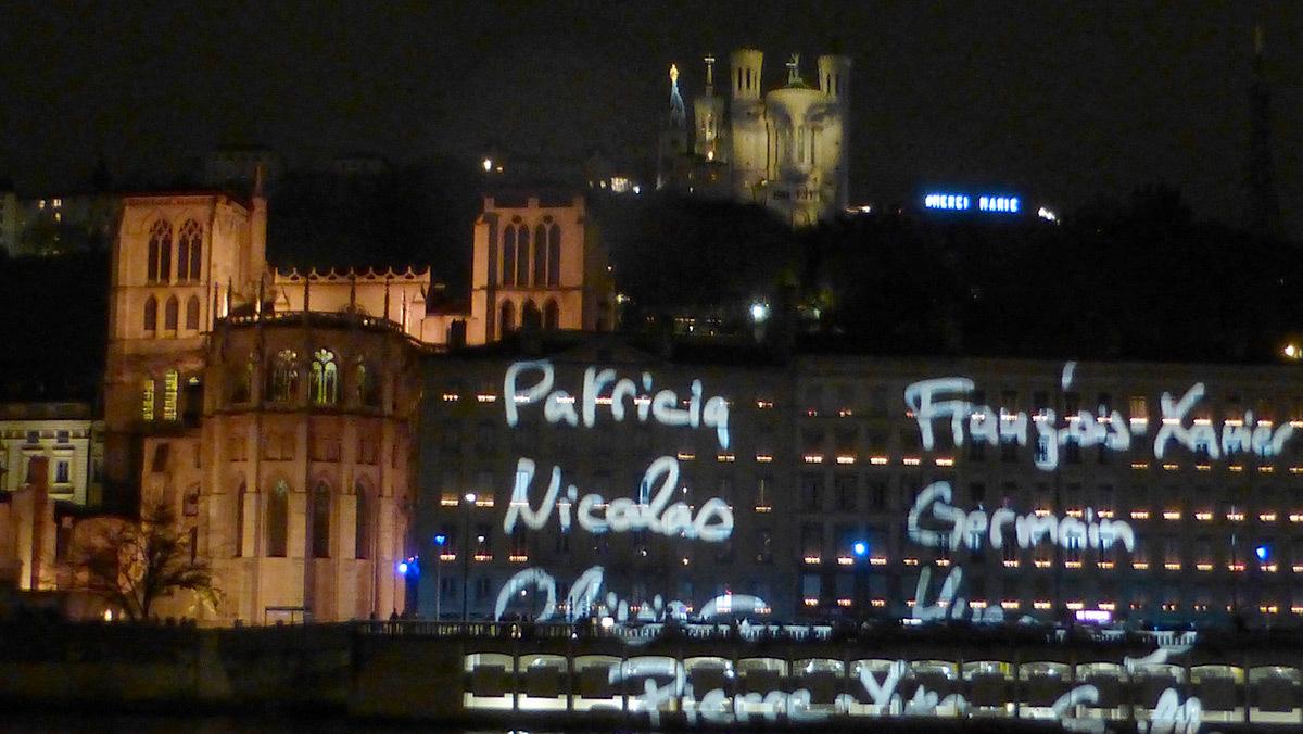 8 Décembre 2015 - Colline de Fourvière, Lyon - Hommage avec les prénoms des victimes des attentats de Paris - Photo : Vincent Laganier
