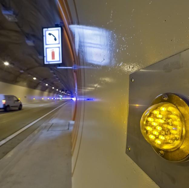 Eclairage de balisage dans un tunnel de l'autoroute A89 © Ecce'Lectro