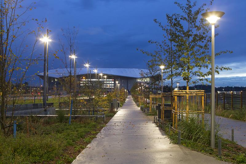 Grand Stade, Décines - Voies modes doux sur l'Accès Nord - Conception lumière : LEA - Image @Xavier Boymond