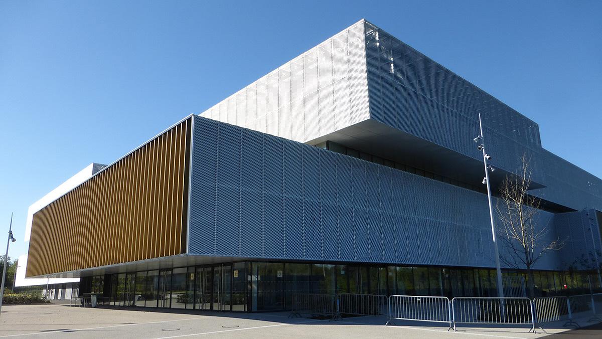 Façade avant - Salle sportive métropolitaine de Nantes Métropole, Rezé, France - Architectes Chaix & Morel et Associés - Photo Vincent Laganier