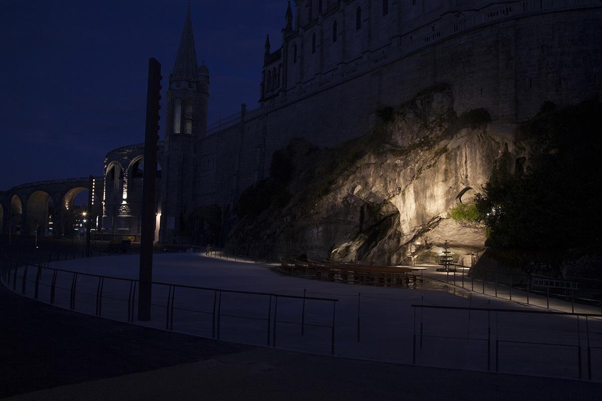 Grotte de Lourdes - Conception lumière : LUMINOcité © N. Willmouth