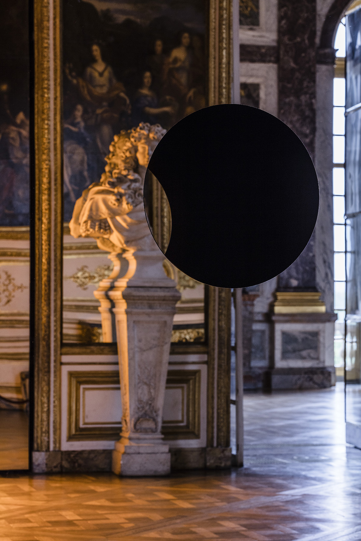 Olafur Eliasson, Deep mirror black, 2016 - Château de Versailles, France - Photo : Anders Sune Berg