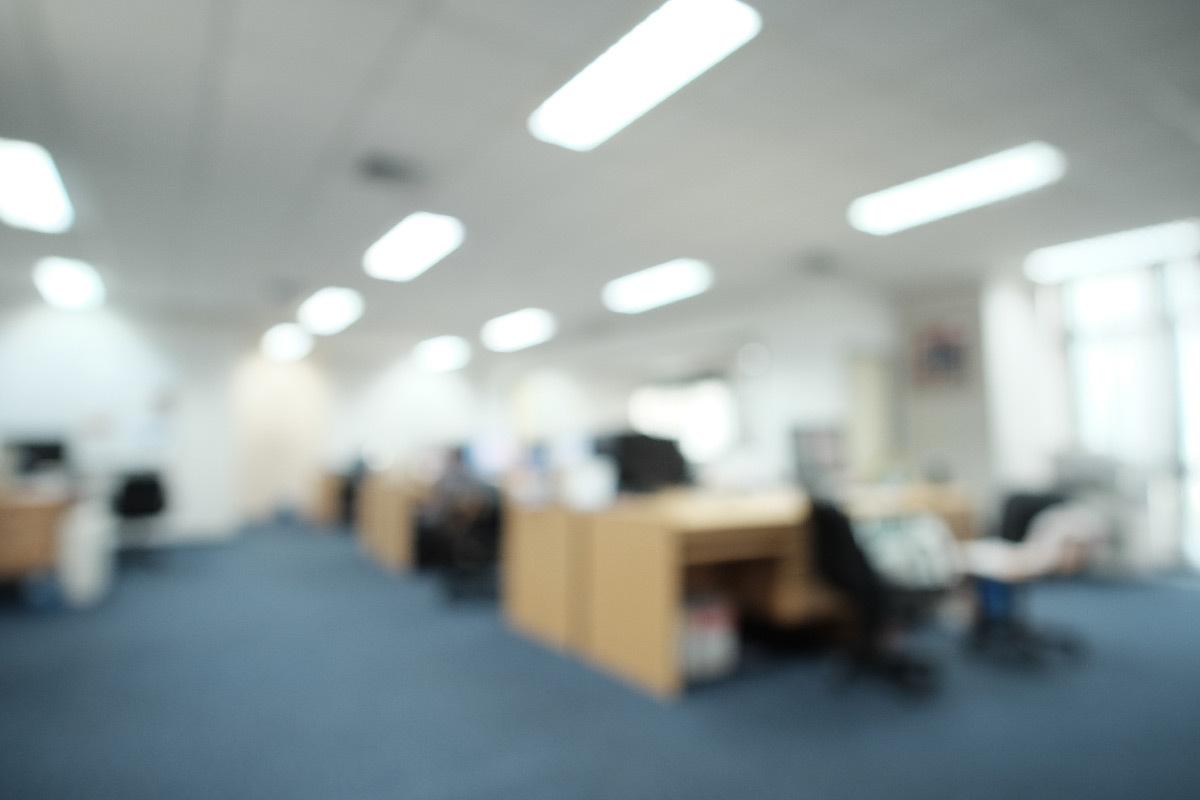 Éblouissement dans l'éclairage des bureaux