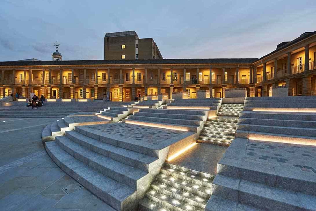 Piece hall, Halifax, Grande Bretagne - LDN Architects - Paysagiste : Gillespies - Concepteur lumière et photo : BuroHappold Engineering