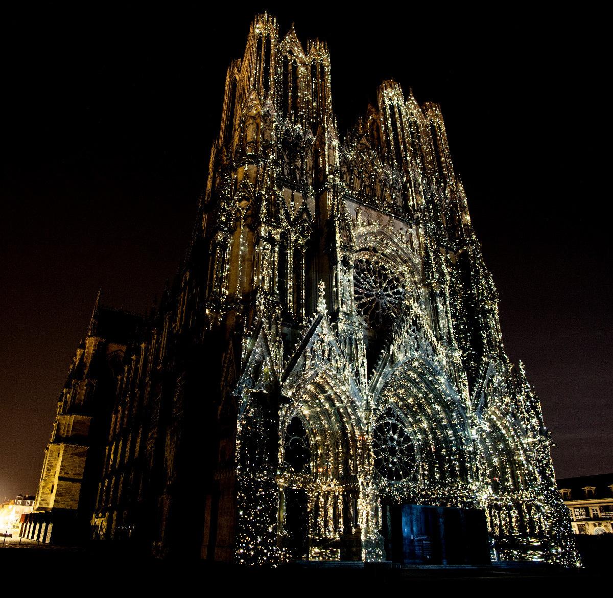 Regalia, spectacle multimédia, son et lumière, cathédrale de Reims, France
