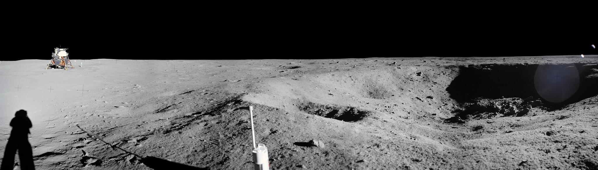 Apollo 11, module de commande et service (CSM) photo vue du module lunaire (LM) en orbite lunaire durant mission atterrissage lunaire, Lune © NASA - as11-37-5445 - 20 Juillet 1969