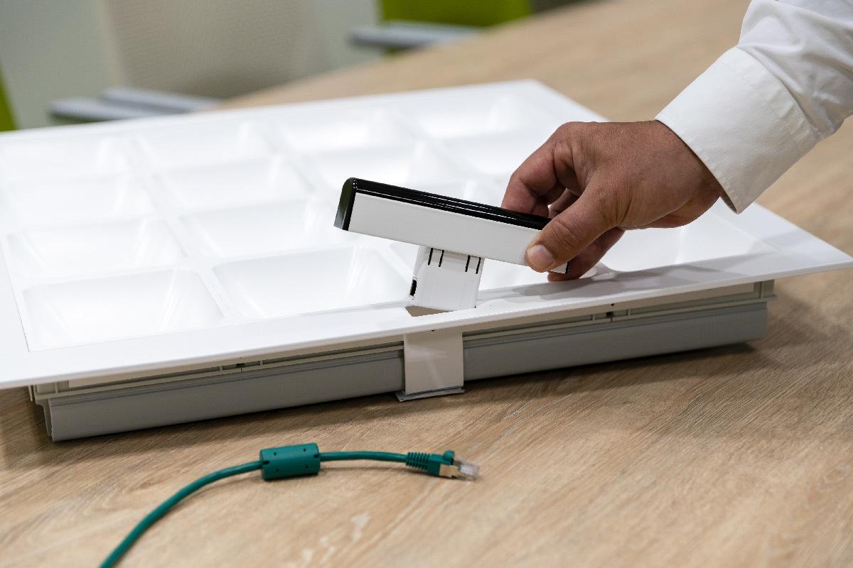 Émetteur-récepteur LiFi enfichable dans le luminaire - Trulifi 6002 émet jusqu'à 2,80 mètres © Signify