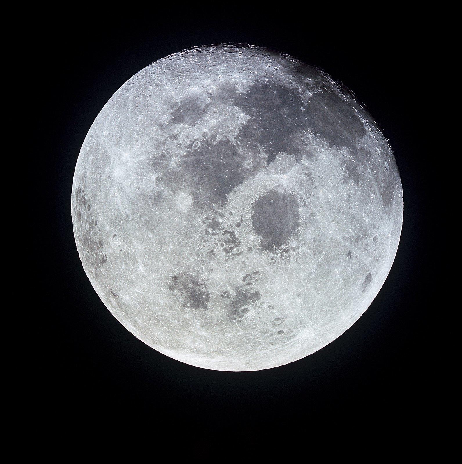 Pleine lune vue du vaisseau Apollo 11 durant le transfer retour vers notre Terre © NASA -as11-44-6667 - 21 Juillet 1969