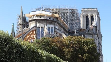 Cathédrale Notre-Dame de Paris, cœur sans toiture, façade est, arc-boutant avec contreventement poutre en bois - Septembre 2019 © Vincent Laganier