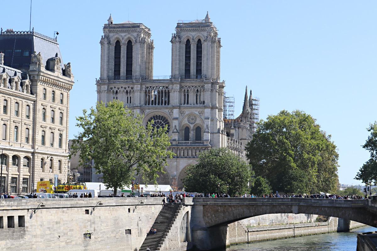 Cathédrale Notre-Dame de Paris, façade ouest, vue extérieure - Septembre 2019 © Vincent Laganier