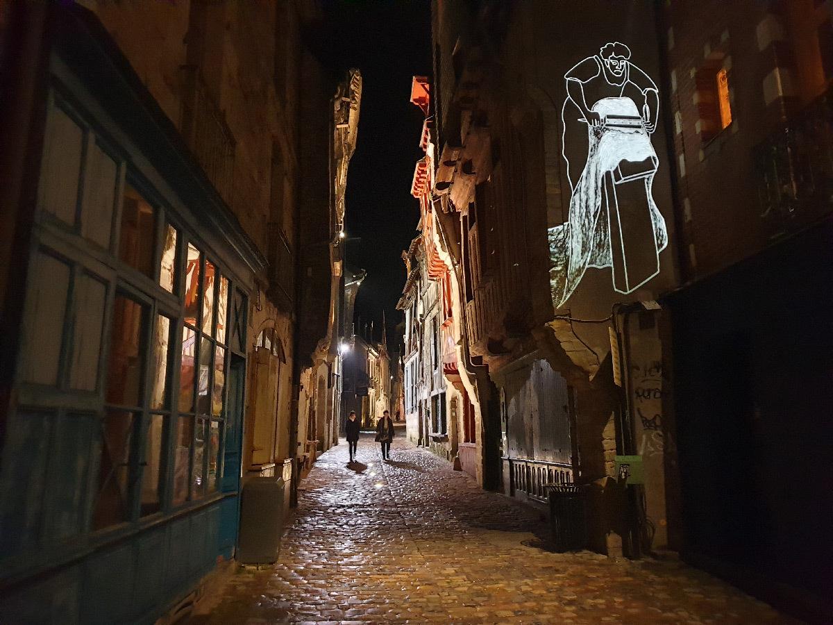 Parcours lumière, Vitré, Ille-et-Vilaine, Bretagne, France - Conception lumière : Quartiers Lumières et Noctiluca - Graphisme : A. Reumaux © QL