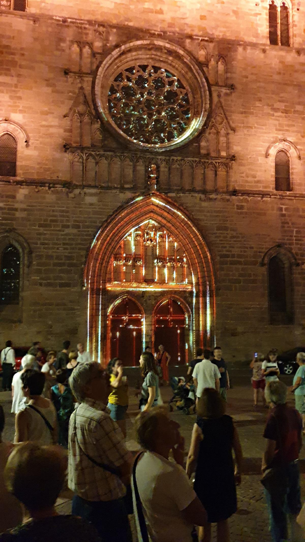 Inauguration de la vidéoprojection sur la façade de la cathédrale de Cahors, Lot, France - Conception lumière et photo © Quartiers Lumières