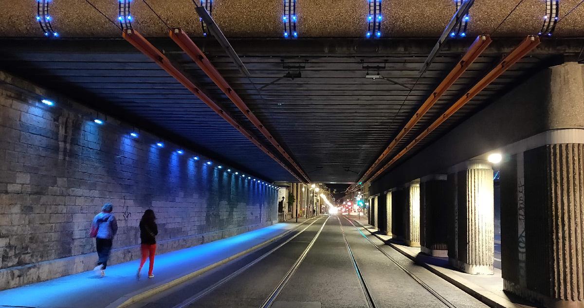 Passage SNCF cours Lafayette, Lyon, France - Concepteur lumière : Louis Lepoutre, Cobalt © Vincent Laganier