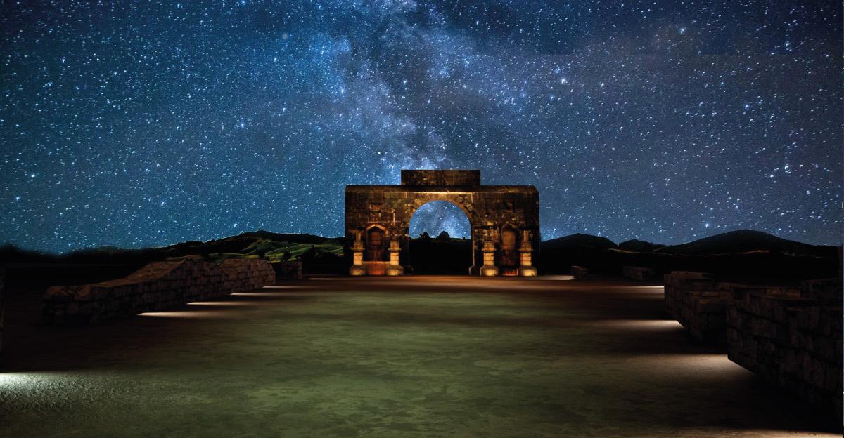 Simulation lumière, arc de Caracalla, Volubilis, Maroc - Tifawine Light Contest, Illuminate, équipe 6 © Boutkida Hanane et Yazid Ben Chikh