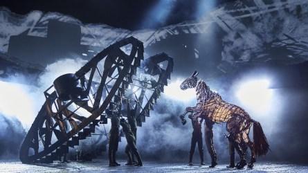 War Horse 2019, Rianna Ash, Alex Hooper, Mark Matthews - Handspring Puppet Company - création lumière : Paule Constable © Brinkhoff et Mogenburg