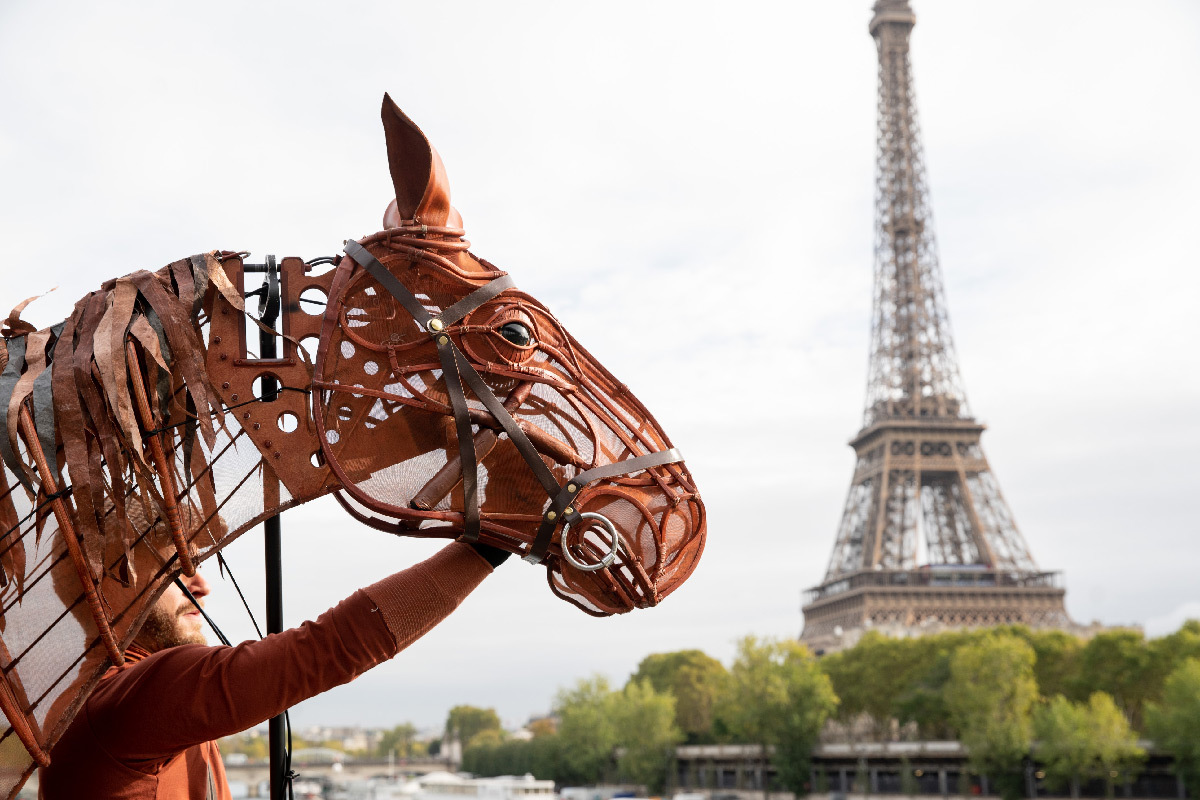 War Horse 2019, cheval Joey - Handspring Puppet Company - Tour Eiffel, Paris © Jessica Rodrigues