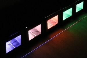 Your uncertain shadow (colour), Olafur Eliasson, 2010 - Ton ombre incertaine, détail projecteur d'éclairage avec filtres de couleurs © Vincent Laganier