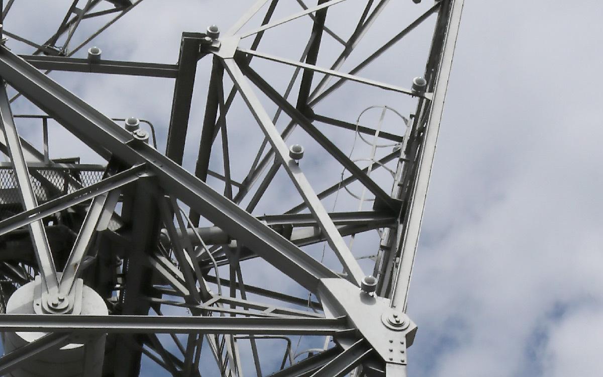 Détail d'architecture et éclairage de balisage des grues Malraux