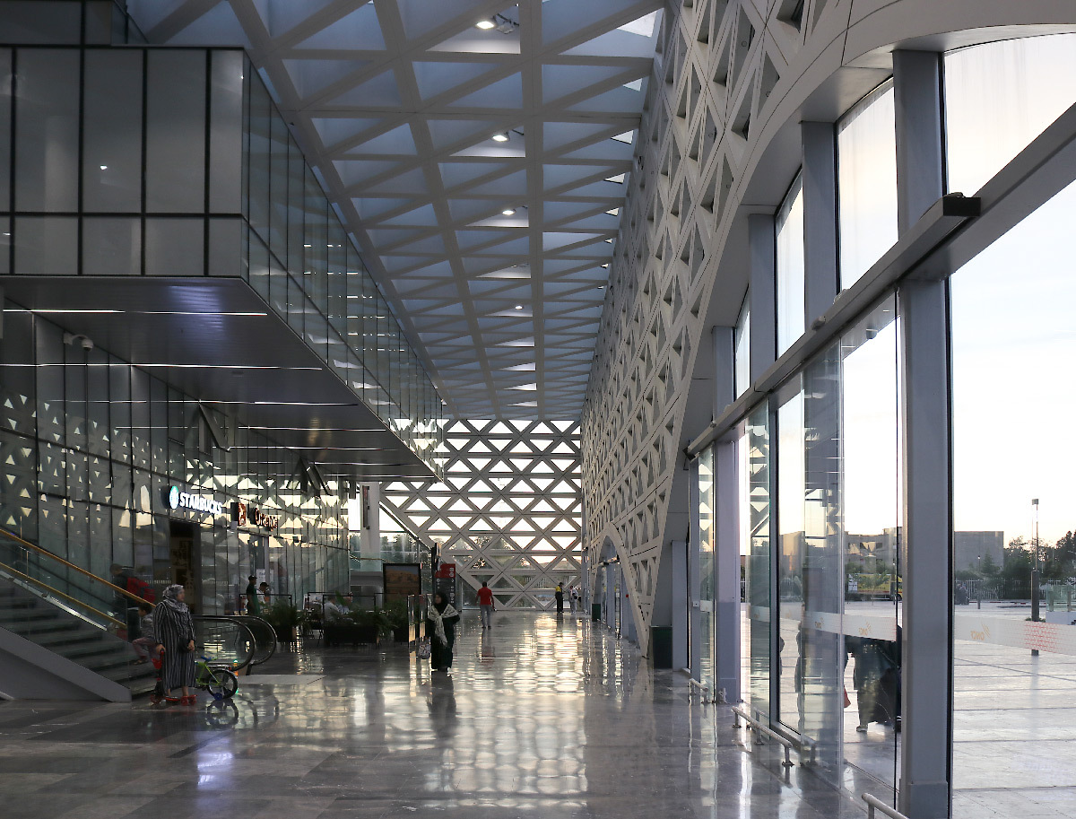 Hall principal, gare de Kénitra, Maroc - Architectes : OKA, SDA
