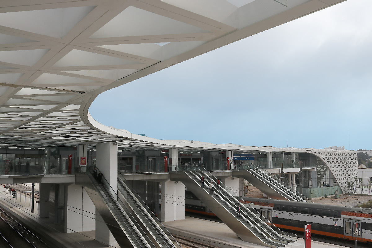 Gare-passerelle de Kénitra, Maroc - Architectes : OKA, SDA