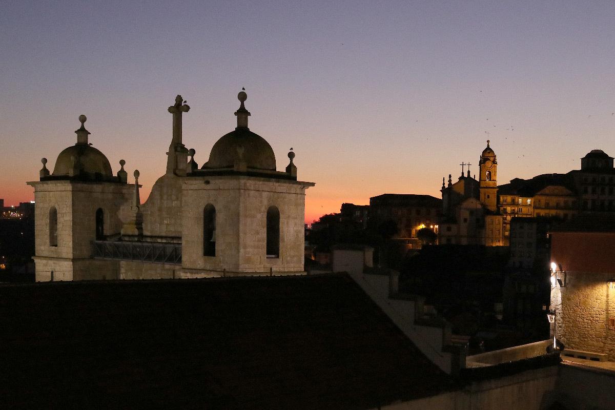 Saint Lawrence Church et Igreja de Nossa Senhora da Vitoria, Porto, Portugal - illumination au crépuscule
