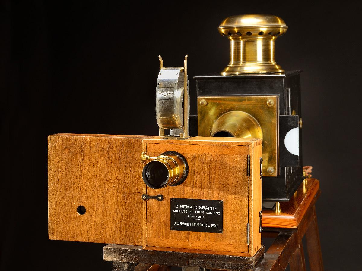 Cinématographe n°1 en projection, premier appareil de cinéma, les frères Lumière