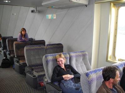 Pessoa com cara de sono: parece aviao, mas é buquebus