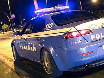 Marocchino e rumeno su auto rubata a 120 all'ora: denunciati