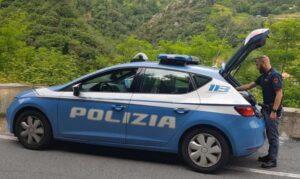 Minaccia di accoltellare cane e padrona: 81enne denunciato