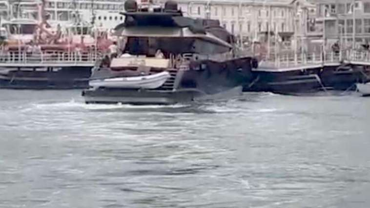 Porto Antico, yacht urta Molo di levante e poi Isola delle Chiatte | Video