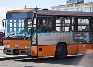 Principio d'incendio su autobus