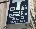 Genova, tenta rapina in tabaccheria con scooter del padre: arrestato 35enne