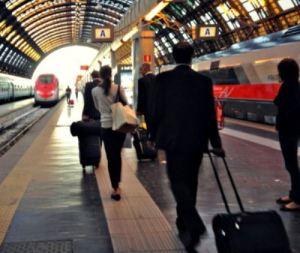 Tenta di passare il confine con la Svizzera nascosto in valigia