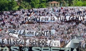 """Tifosi dello Spezia nella """"Curva Ferrovia"""""""