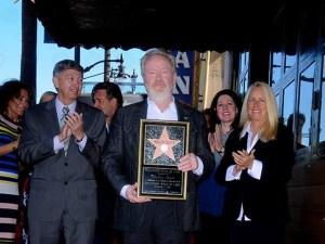 Ridley Scott durante la cerimonia sulla Hollywood Boulevard