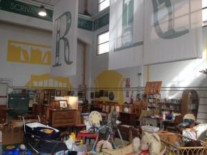 Un'immagine degli oggetti acquistabili alla Fabbrica del Riciclo