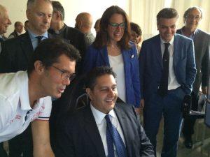 Il presidente Toti prova il simulatore per le Gru
