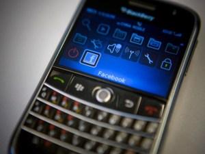 Tecnologia, Blackberry abbandonerà la produzione di smartphone