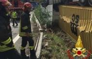 La Spezia, tir si ribalta all'uscita dell'autostrada: intervento dei Vigili del Fuoco