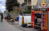 Tubo del gas bucato in via Stassano, intervento dei Vigili del Fuoco