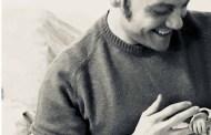 Gossip - Tiziano Ferro con un neonato in braccio, il web si scatena: è diventato papà?