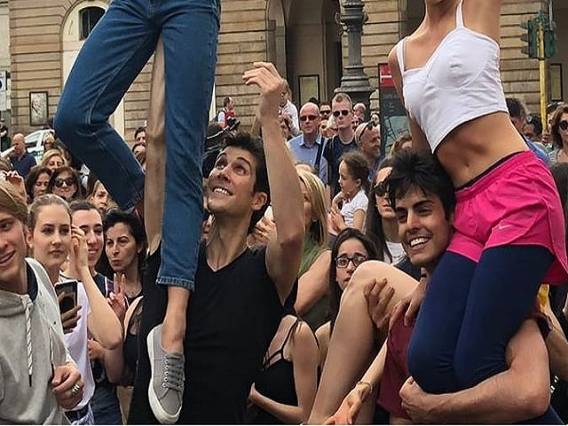 Flash mob di Bolle in piazza Scala