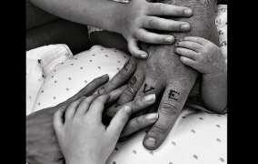 Robbie Williams papà a sorpresa: è nata Colette da mamma surrogata