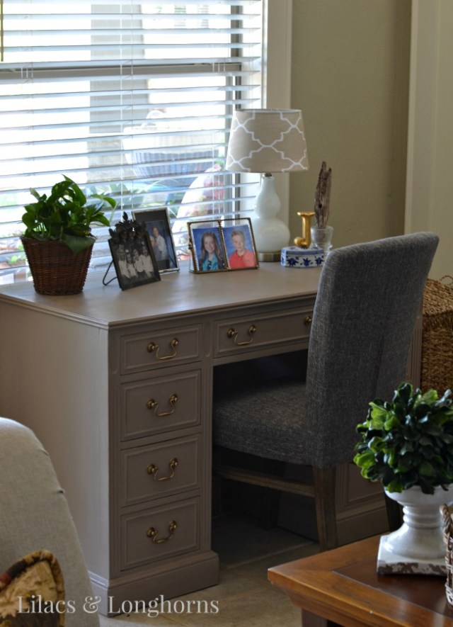 desk in Annie Sloan Chalk Paint cocoa