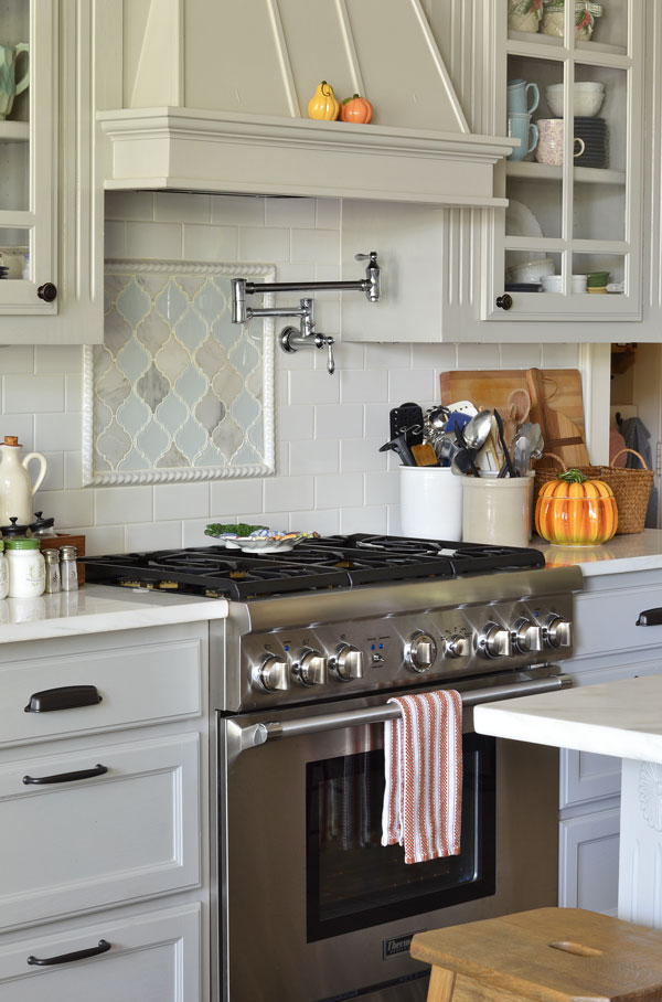 fall-decorating-in-kitchen